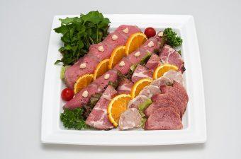 ・サーロインローストビーフ  ・ペッパーポーク  ・豚肉のパテ  ・牛タンスモーク  ・オレンジ  ・ミニトマト  ・クレソン  ・レタス  ・レホール