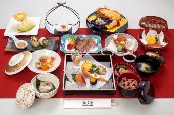 お祝い会席料理「幸の扇」8,000円(税別)